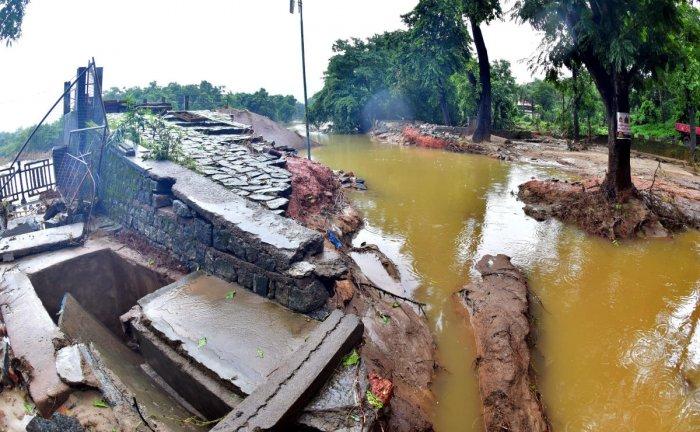 The damaged Snanaghatta area in Dharmasthala. DH Photo/Govindraj Javali