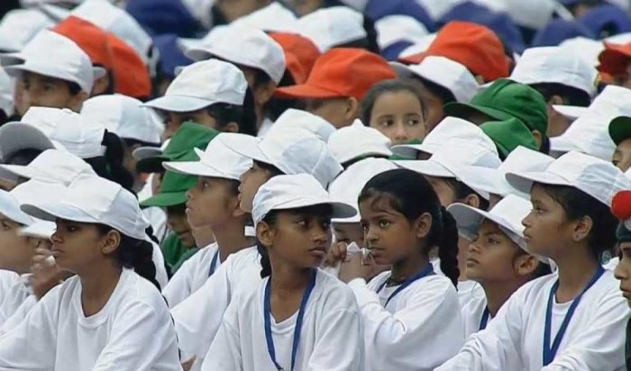 A number of children, who had come to the Red Fort to hear Prime Minister Narendra Modi's Independence Day address, stayed back to collect the plastic waste, cups and banana peels strewn around the venue after the event, setting an example for others to f