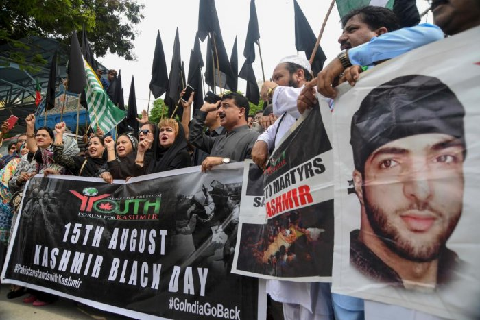 Protesters shout slogans during a protest against India Karachi on August 15, 2019, as the country observes 'Black Day' on India's Independence Day over the recent move to strip Indian-administered Kashmir of its autonomy. (Photo AFP)