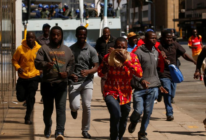 Protesters flee from teargas during clashes after police banned planned protests over austerity and rising living costs called by the opposition Movement for Democratic Change (MDC) party in Harare, Zimbabwe, August 16, 2019. (Reuters Photo)