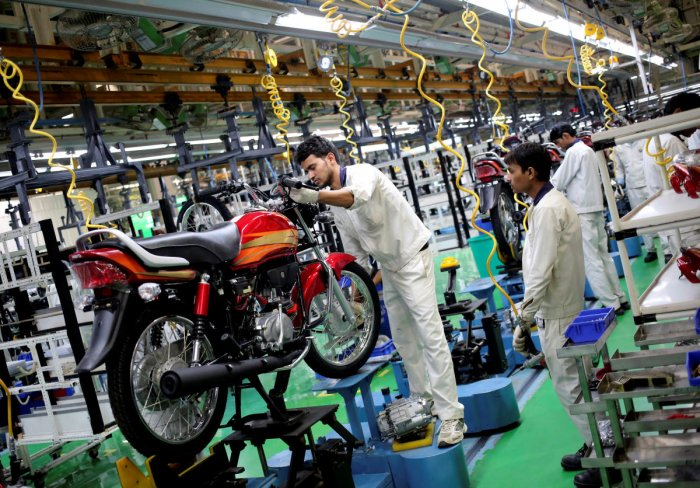 Employees work on an assembly line of Hero Motocorp during a media tour to the newly opened plant in Neemrana, in the desert Indian state of Rajasthan, October 20, 2014. REUTERS/Anindito Mukherjee/File Photo