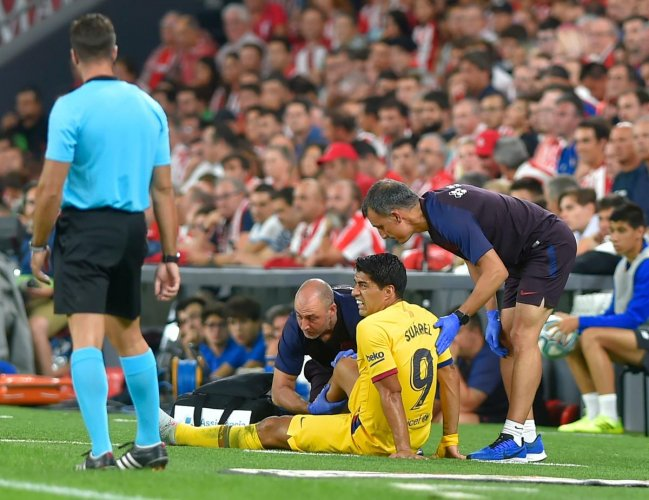 Barcelona striker Luis Suarez suffered a right leg injury during his side's defeat at Athletic Bilbao in Friday's La Liga opener (AFP Photo)