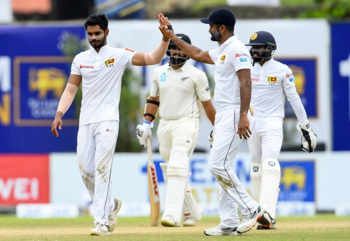 Sri Lanka's cricketer Dhananjaya de Silva (L) celebrates with teammates after dismissing New Zealand's cricketer Ajaz Patel (2L behind). (AFP Photo)