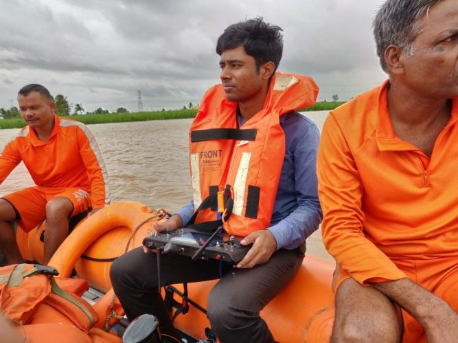 Prathap M N, a techie at Bengaluru-based startup Aerowhale Space and Tech, operating a drone to locate the stranded villagers in the marooned Athani taluk, Belagavi district.
