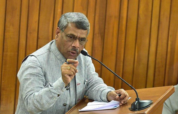 Justice (retd) Subhash Adi speaks in the BBMP council on Saturday. DH PHOTO/RANJU P
