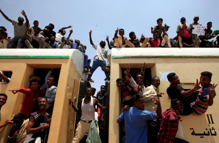 Sudanese civilians ride on the train to join in the celebrations of the signing of the Sudan's power sharing deal. (Reuters file photo)