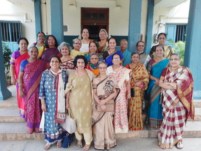 (In front) Shanthala, Chaya, Sheela and S Rajalakshmi; (Second row) Tara, Sandhya, Chithra, Vijaya, Ashalatha, Latha and Vyjayanthi; (third row) Gajalakshmi, Lakshmi, Seethalakshmi, Narmada, Sudha and Nandini; (last row) H Rajalakshmi, Kalpana, Padmini an