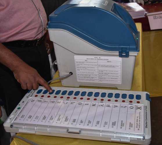 Electronic Voting Machine, VVPAT at Voters awareness programme in Bengaluru. Photo by S K Dinesh