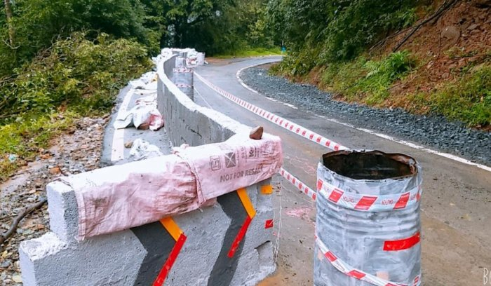 The PWD has carried out repair works at the place of landslide on the Virajpet-Makutta Road.
