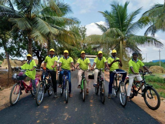 Basavaraj Fakeerappa Jelli (extreme left), one of the five students electrocuted at BCM hostel in Koppal, had participated in 40-km cycle rally during World Environment Day event on June 5. DH PHOTO