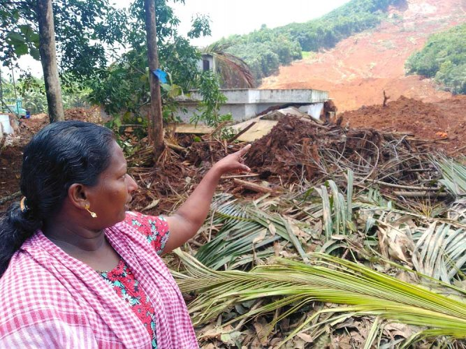 Sini who resides at Kavalappara recollected how she and family prepared themselves to succumb to nature's fury.