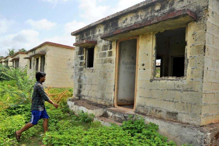 The crumbling Ashraya houses at Kamatagi village in Bagalkot. DH Photo/Pushkar V