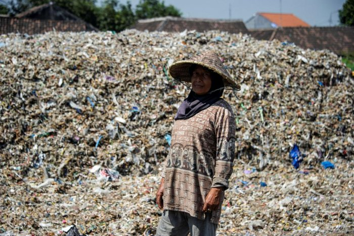 Bangun is among several poor communities in Java, Indonesia's most populous island, that have carved a living from mining waste. (AFP file photo)