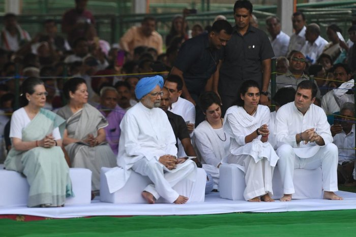 Congress president Sonia Gandhi (L), Rahul Gandhi (R) and India's former Prime Minister Manmohan Singh (C) attend a memorial ceremony to mark the 75th birth anniversary of Rajiv Gandhi. (AFP file photo)