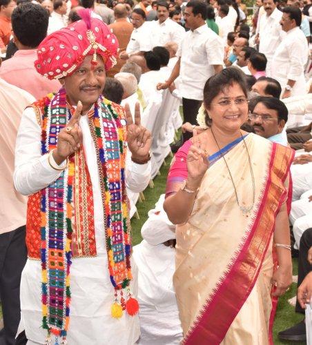 Prabhu Chauhan in traditional Lambani attire and Shashikala Jolle.