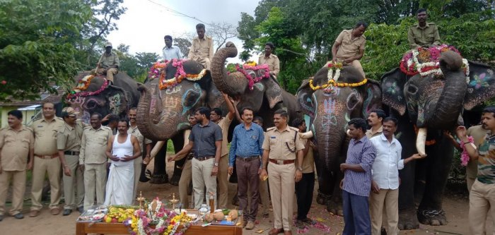 Dasara elephants were given a hearty farewell at Dubare camp in Kushalnagar taluk of Kodagu district on Wednesday.DH photo.