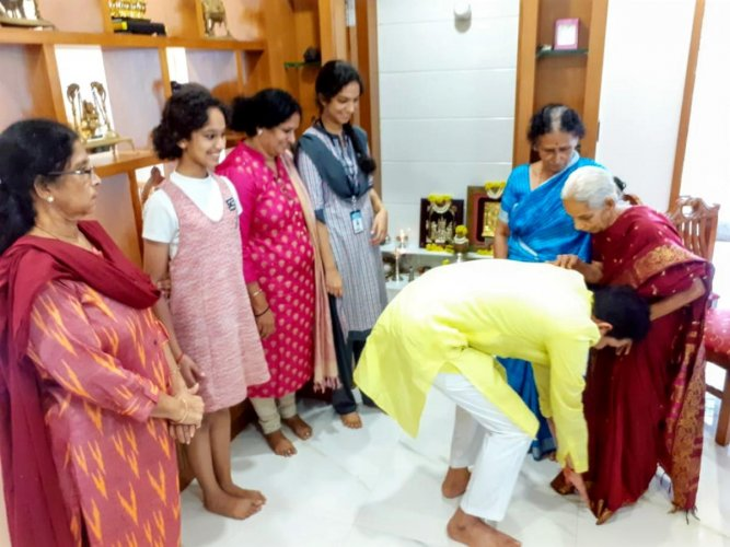 MP Nalin Kumar Kateel seeks blessings from his mother Susheelavathi at his house in Mannagudda on Wednesday.