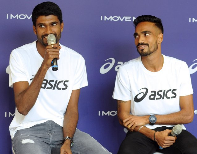 Athletes Jinson Johnson (left) and T Gopi during a media interaction in Bengaluru on Thursday. DH Photo/ Pushkar V