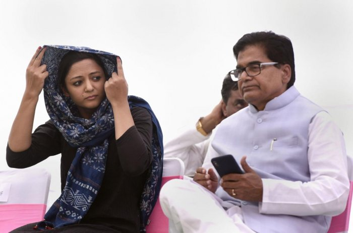 Activist Shehla Rashid and Samajwadi Party leader Ram Gopal Yadav during opposition parties' protest demanding the release of leaders detained in J&K, at Jantar Mantar in New Delhi. PTI photo