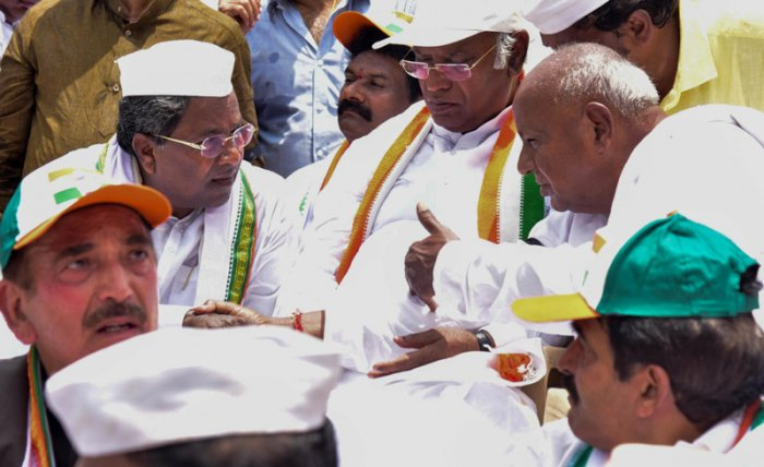 It was in 2005 that Gowda expelled Siddaramaiah, then JD(S) deputy chief minister who was beginning to emerge as a leader of the Ahinda (minorities, backward classes and Dalits).(DH File Photo)