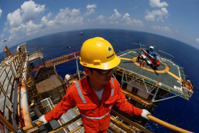 A Rosneft Vietnam employee looks on at the Lan Tay gas platform in the South China Sea off the coast of Vung Tau, Vietnam. (Reuters Photo)
