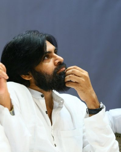 A group of farmers visited the Janasena Party officeand met Pawan Kalyan. (DH photo)