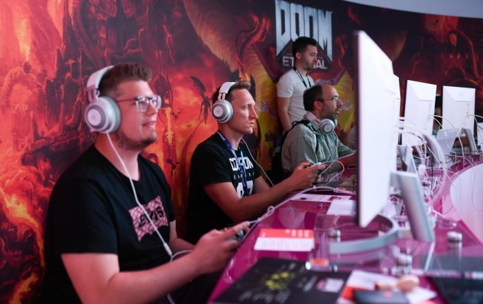 """Visitors play the cloud-game based """"Doom"""" at the stand of Google Stadia during the Video games trade fair Gamescom in Cologne, western Germany. (AFP Photo)"""