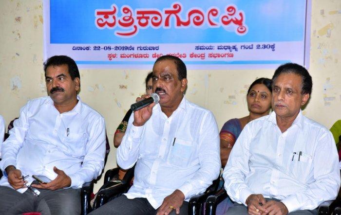 Dakshina Kannada Milk Producers Union Ltd President K Raviraj speaks to medaipersons in Mangaluru.