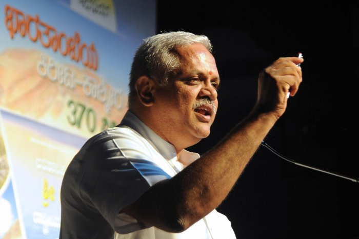 BJP national general secretary B L Santosh speaks on Article 370 at Gandhi Bhavan in Bengaluru on Friday. DH photo