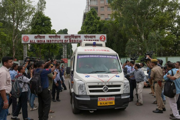 Ambulance carrying the mortal remains of BJP leader and former finance minister Arun Jaitley heads towards his residence from AIIMS, in New Delhi (PTI Photo)