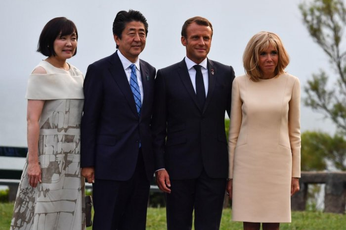 French President Emmanuel Macron (2nd R), and his wife Brigitte welcome Japanese Prime Minister Shinzo Abe (2nd L) and his wife Akie Abe at the Biarritz lighthouse, southwestern France, ahead of a working dinner on August 24, 2019. (Photo by AFP)