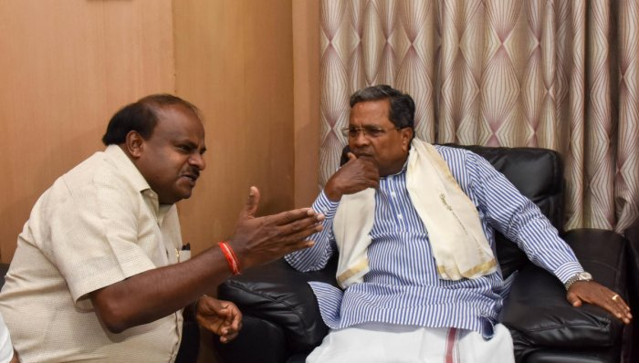 Reacting to Kumaraswamy's statement that he was conducted as a clerk, Siddaramaiah retorted that it was the refrain of the people who cannot manage power. (DH File Photo)