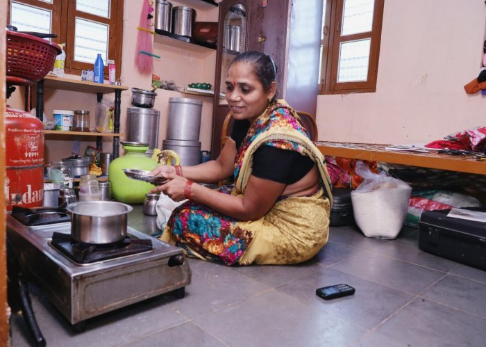 A member of Desai family in Ingalagi, Bagalkot taluk, cooks food in a room spared for the flood-hit family by a villager, who himself was the beneficiary of the generosity of the Desagati family in 2009 floods. DH PHOTO