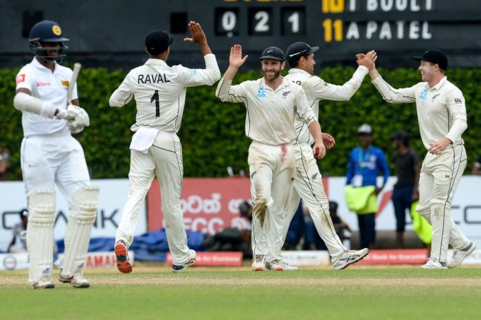 New Zealand's cricket captain Kane Williamson (C) celebrates with his teammates after victory in the final cricket Test match between Sri Lanka and New Zealand at P. Sara Oval cricket stadium in Colombo. (AFP Photo)