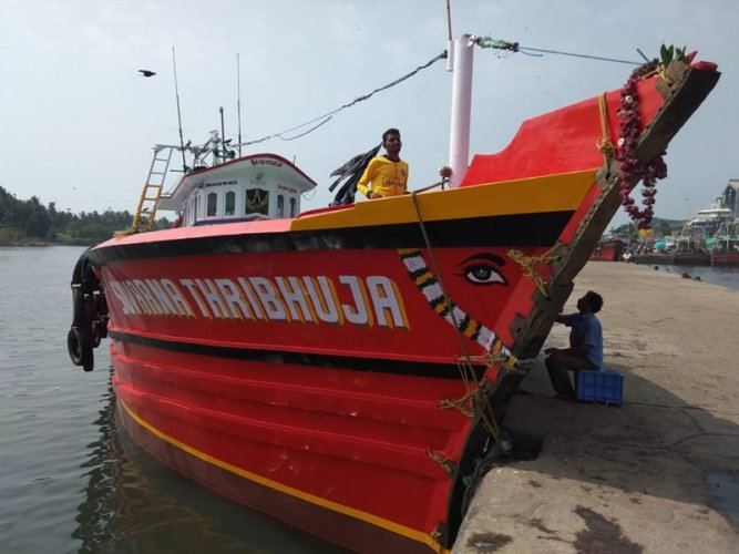 To prevent incidents such as the Suvarna Tribhuja boat tragedy - which claimed seven lives - the government will approach Isro, seeking its assistance in developing an app to help stranded fishermen. (DH File Photo)