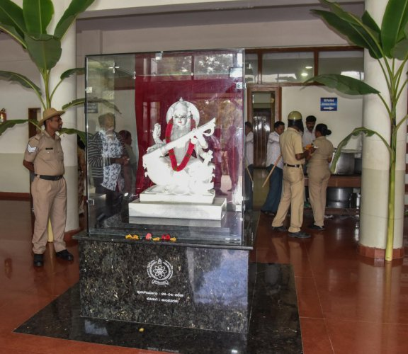 The idol was reinstalled around 5.50 am with the vice chancellor, registrar, finance officer and other senior faculty and non-teaching staff in attendance.
