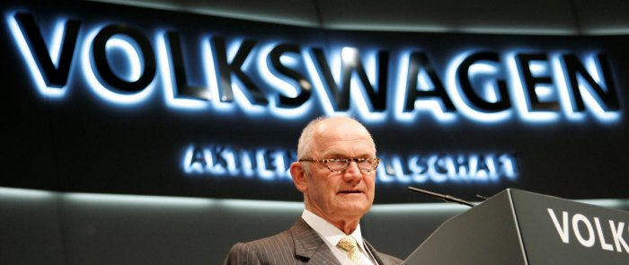 Ferdinand Piech, Chairman of the Board of German car giant Volkswagen AG, opens the company's annual shareholder meeting in Hamburg April 24, 2008. REUTERS/Morris Mac Matzen/File Photo