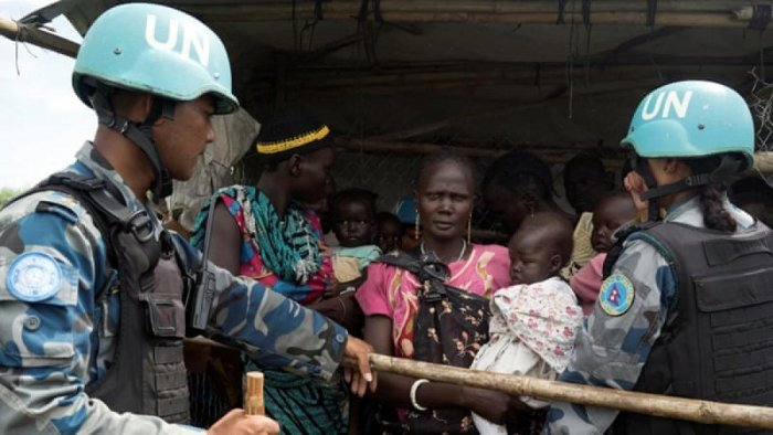 UN peacekeepers control South Sudanese women and children before the distribution of emergency food supplies in Juba. Photo/Reuters