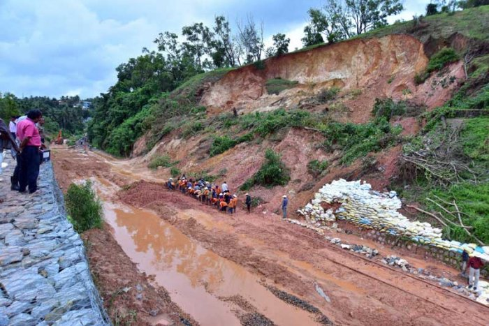 Southern Railway, Palghat Divisional Railway Manager Prathap Singh Shami said the work of clearing landslides was in progress. Incessant rains had resulted in continuous slipping of loose soil and boulders. (DH Photo)