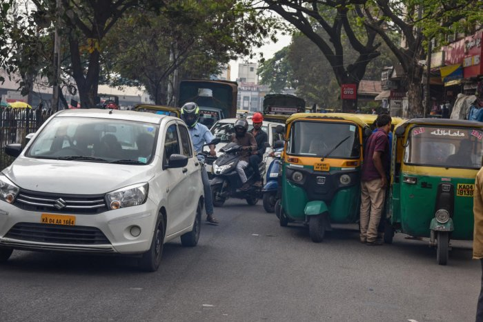 There are many complaints about the services offered by cabs and auto-rickshaws. DH FILE PHOTO