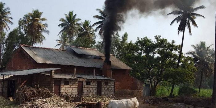 The toxic emission from a jaggery unit in a village of Mandya taluk. dh photo