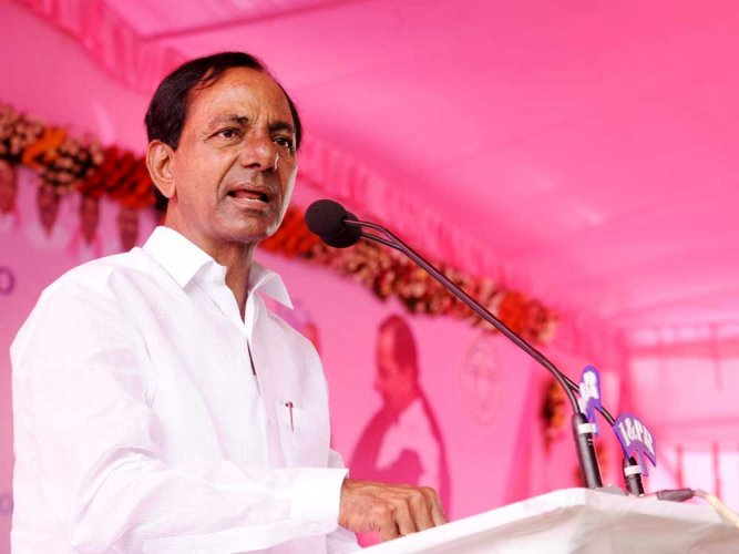 """""""I wish to make Mahbubnagar region as the most fertile in entire Telangana. For this purpose I am talking with Jaganmohan Reddy, who in principle agreed for linking Godavari, which has surplus water, to the Krishna at Srisaialm project so that water which would otherwise would go waste into the sea can be put to good use,"""" he said. (DH File Photo)"""