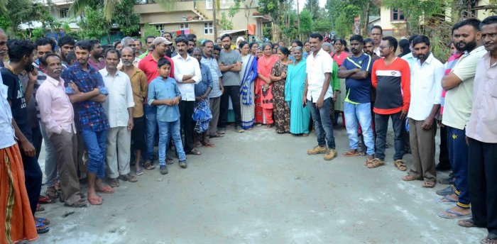 People from flood-hit Kumbaragundi village near Siddapura staged a protest after the chief minister skipped his visit to the area, during his Kodagu visit on Thursday.