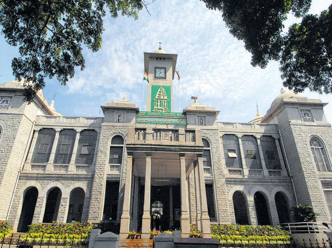The move comes after the Palike witnessed parking by the public who did not come here to visit the office, leading to the shortage of space for the staff, officials and corporators. (DH File Photo)