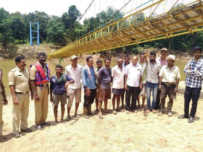 Experts visited the damaged hanging bridge at Balegadde in Chikkamagaluru district.