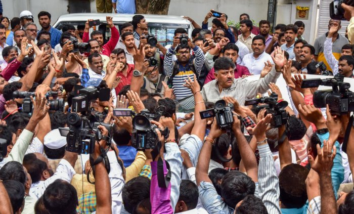 Congress leader D K Shivakumar waves at his supporters after addressing a press meet at his residence in Sadashivanagar, Bengaluru, on Friday. DH Photo