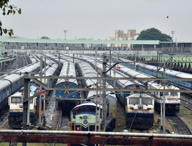 The Railways made a beginning by allotting two popularroutes – New Delhi-Lucknow and Mumbai-Ahmedabad -- for private operations. For now, the IRCTC, a railways subsidiary, has been given the job. (DH File Photo)