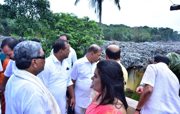 Siddaramaiah inspects heaps of garbage that slid at Mandara Gadi in Pacchanady on the outskirts of Mangaluru city. (DH Photo/Govindraj Javali)