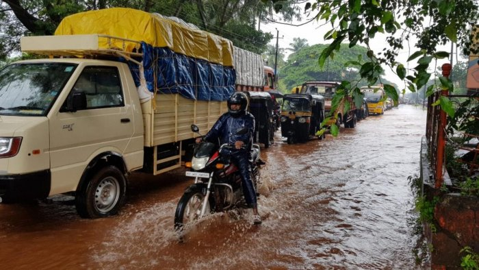 Motorists have a torrid time in negotiating the flooded National Highway-66 in Bhatkal, Uttara Kannada district, on Saturday. The coastal region of U-K district has been experiencing heavy showers since Friday. DH PHOTO