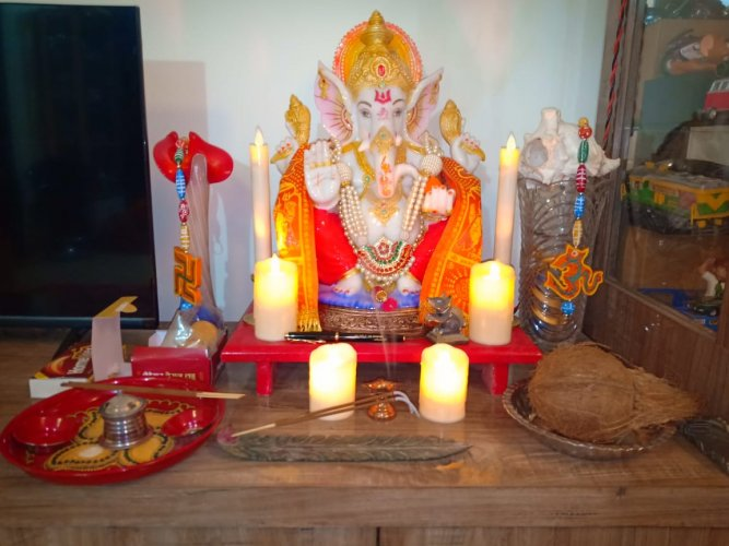 Ganesha Utsav is the biggest festival of Maharashtra and the Mumbai Metropolitan Region (MMR) attracts people from all over the state, country and even foreign tourists during the festivities.